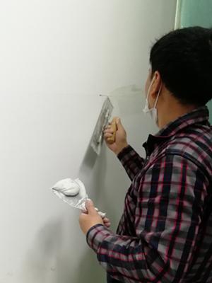 励之闻漆工组-墙面批灰